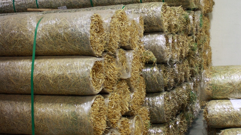 straw-blankets